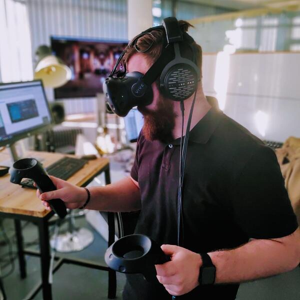 Renée Abe mixing directly in VR with dearVR Spatial Connect